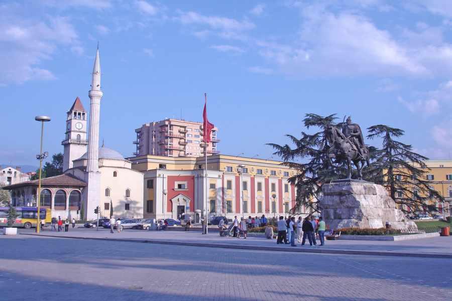 Arnavutluk Tiran Gezilecek Yerler ve Gezi Notları